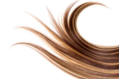 So beugen Sie Spliss vor und lassen Ihre Haare glänzen.