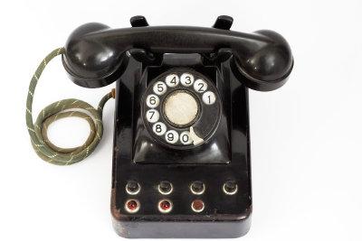 Mit einer Trillerpfeife gehen Sie gegen Telefonbelästigung vor.