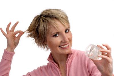 Mit dem richtigen Haargel hält Ihre Frisur den ganzen Tag - und übersteht jede Aktivität.