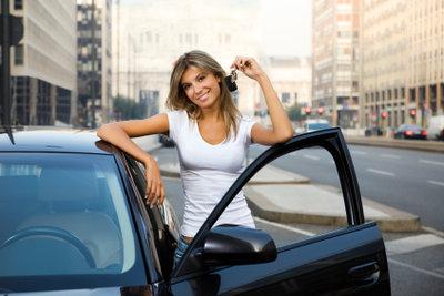 Wer ein Auto kauft, bekommt die Schlüssel und meist auch den Fahrzeugbrief ausgehändigt.
