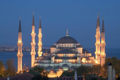 Vorraussetzung beim Besuch einer Moschee in Istanbul ist, sich angemessen zu kleiden.