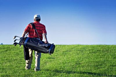 Auch ein Anfänger braucht die richtigen Golfschläger.