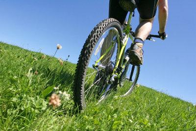 Besonders bei Geländefahrten können Speichen schnell reißen.
