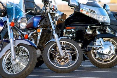 So polieren Sie Motorradfelgen auf Hochglanz