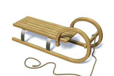 Ein bisschen Pflege ist angesagt: Holzschlitten.