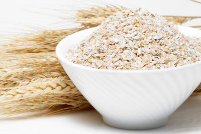 Hafermehl und Weizenkleie tragen zu einer ausgewogenen Ernährung bei.