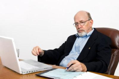 Ihren Rentenbescheid sollten Sie immer prüfen lassen.