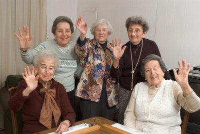 Bewegungsspiele für Senioren tragen zu mehr geistiger und körperlicher Fitness bei.