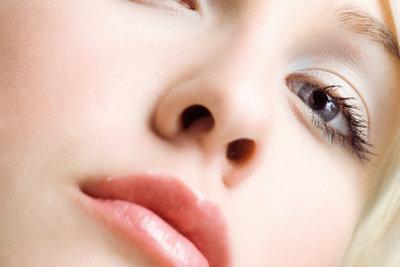 Das komplette Entfernen der Nasenhaare wird nicht empfohlen.