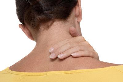 Entspannung des Nackens können Sie auch durch Anwendung des Kirschkernkissens erreichen.