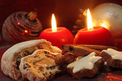 Bei Kerzenschein und Plätzchen wird die Kinderweihnachtsfeier so richtig gemütlich.