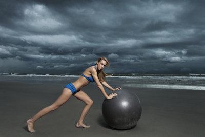 Gleichgewichtstraining hilft gegen Schwindelgefühl am Morgen.