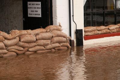 Wenn nach starkem Regen Wasser im Keller ist, muss sofort gehandelt werden!