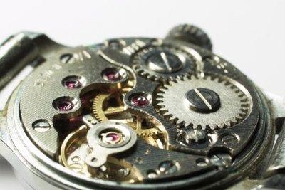 Sollte die Batterie Ihrer Armbanduhr leer sein, können Sie sie selbst auswechseln.