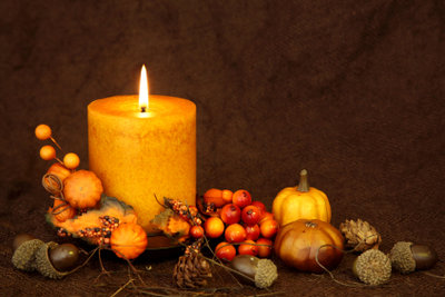 Kerzen geben warmes Licht, aber ein Kerzenwachsfleck auf der Kleidung ist ärgerlich