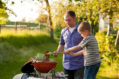 Marinierte Steaks vom Grill schmecken einfach lecker.