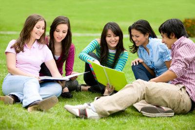 Neben dem Studium, arbeiten viele Studenten freiberuflich.