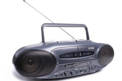 Der Radioempfang kann durch das Ausrichten der Antenne verbessert werden.