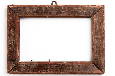 Statt alte Holzlatten verrotten zu lassen, bauen Sie doch daraus Bilderrahmen.