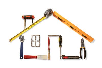 Ein Garagentor mit Fernbedienung einbauen gelingt mit der richtigen Montageanleitung.
