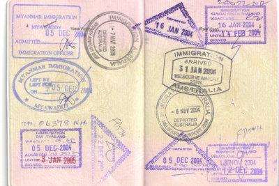 Zweigeteilte Reisewelt: Stempel mancher Staaten im Reisepass verhindern die Einreise in andere Staaten.