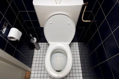 Meistens verursachen Verkalkungen eine defekte Toilettenspülung.