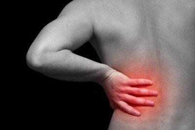 Eine schwache Rückenmuskulatur kann zu Schmerzen führen.