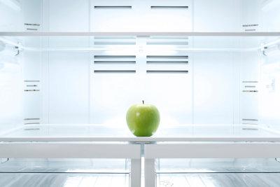 Einen alten Kühlschrank müssen Sie fachgerecht entsorgen.