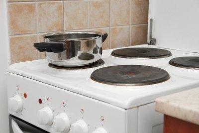 Wandkacheln sind ein geeigneter Spritzschutz in der Küche.