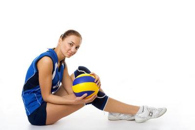 Mit Trainingsübungen verbessern Sie die Ballannahme beim Volleyball.