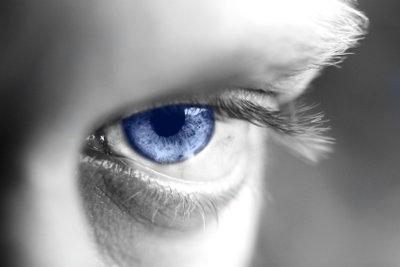 Mit GIMP können Sie kinderleicht die Augenfarbe ändern.