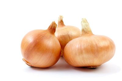 Zwiebelsaft: Ein gut wirksames Hausmittel gegen Husten.