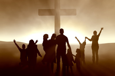 Viele Menschen besuchen sonntags den Gottesdienst.