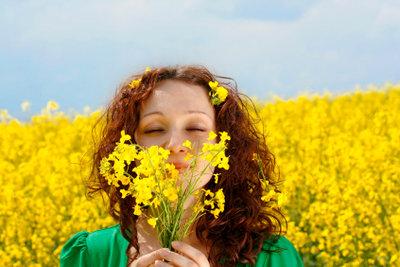 Kein gutes Hausmittel gegen Blütenpollen - ein Spaziergang in einer Blumenwiese.