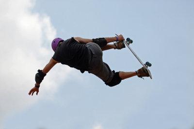 Wenn Sie viel trainieren, können auch Sie bald auf der Halfpipe Skateboard fahren!