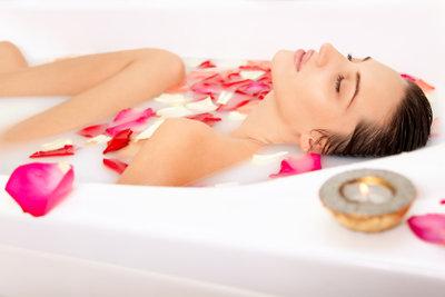 Das Milchbad macht Ihre Haut geschmeidiger und ist ein Hochgenuß für die Sinne!