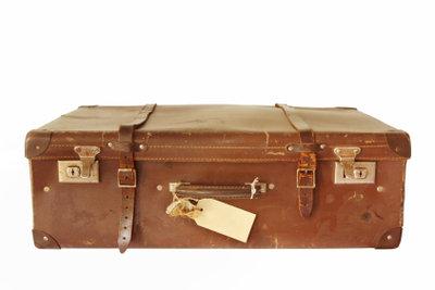 Wiegen Sie Koffer vor der Reise.