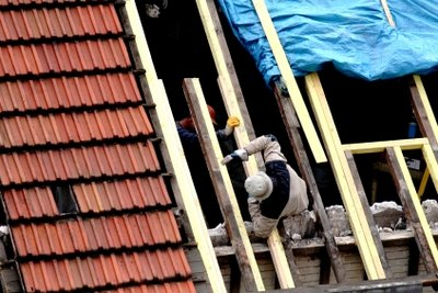 Ein undichtes Dach kann viel Arbeit verursachen.