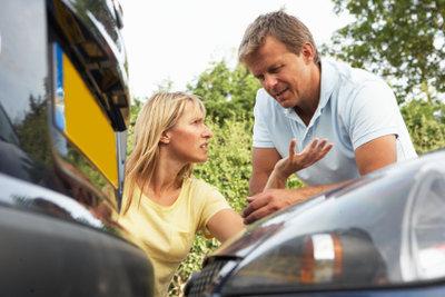 Melden Sie Ihren Autoschaden unverzüglich bei der Versicherung an.