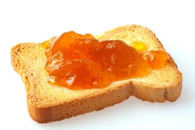Holundergelee - ein Hauch von Sommer auf den Frühstückstisch.