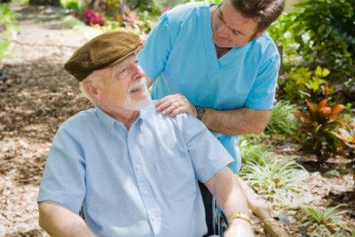 Examinierte Altenpflegerin werden - eine Entscheidung, die Ihr Leben erfüllt.
