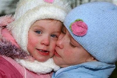 Mütze und Fäustlinge für ein kleines Kind oder Baby sind schnell gestrickt.