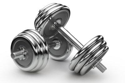 Mit Kurzhanteln trainieren Sie Ihre Muskeln effektiv.