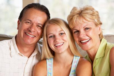 Eltern und jugendliche Kinder sollten vorab über die Urlaubsplanung sprechen.