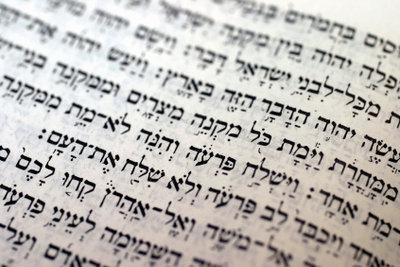 Hebräische Schriftzeichen lassen sich leicht in Word-Texte einfügen.