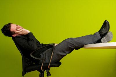 Auch Stress im Job kann zu Übermüdung führen.