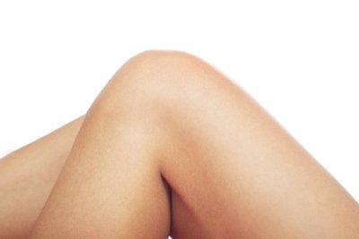Lindern Sie Ihre Kniegelenkschmerzen durch Hausmittel.