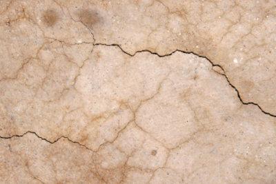 So reparieren Sie Mauerrisse dauerhaft.