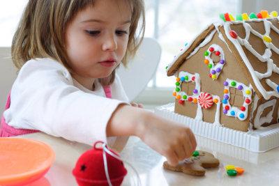 Lebkuchenplatten werden beispielsweise für ein Hexenhaus benötigt.