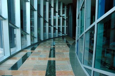 Mit der richtigen Granitpflege bleibt Ihr Boden lange schön und glänzend